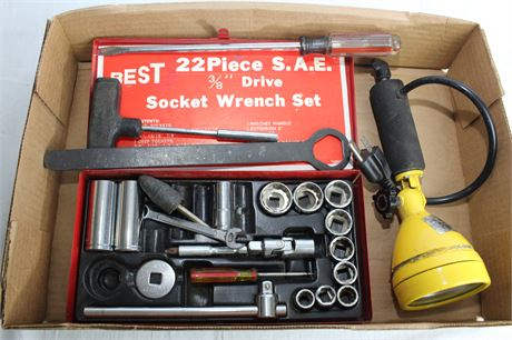 Socket Wrench Set and Work Light