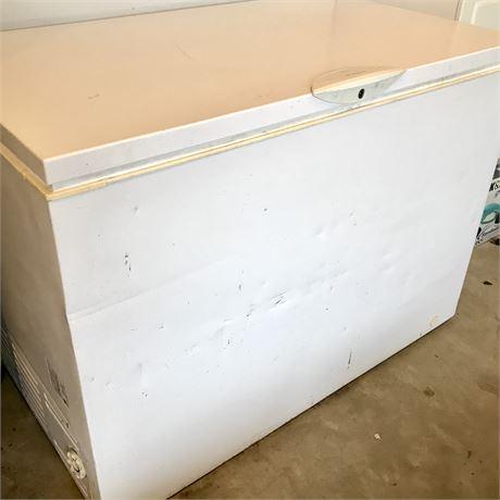Frigidaire 14.8 Cu. Ft. Chest Freezer - Model GLFC1526FW5