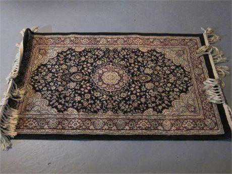 "25""x44"" Oriental area rug with Tassles"