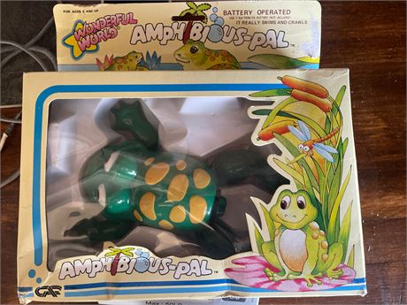 1985 Wonderful World Amphibious Pal Frog