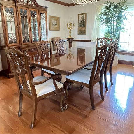 Chippendale Style Dining Room Table and Chairs