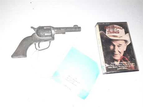 VINTAGE ROY ROGERS TOY GUN AND CASSETTE
