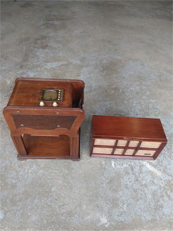 Antique zenith chair side radio with speaker