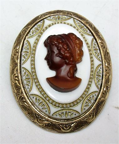 Cameo brooch pin
