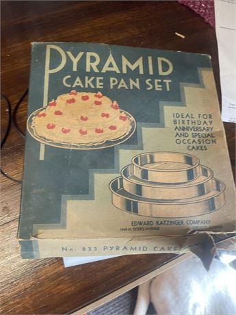 Pyramid Cake Pan Set