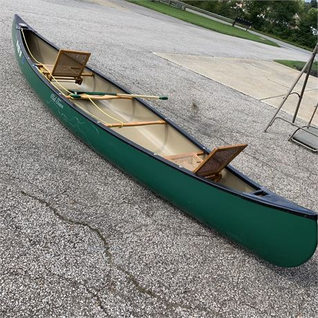 16 Foot Old Town Canoe with Pair of Carlisle Oars