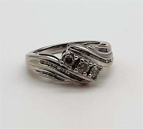Nice 14K Gold & Diamond 4 Gram Ring Size 7